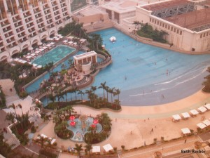 Mega resorts in Cotai include this wave pool